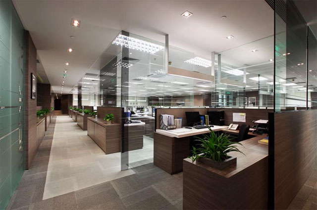 其次,现在的办公室设计装修的时候渐渐的倾向于休闲化,设计的时候